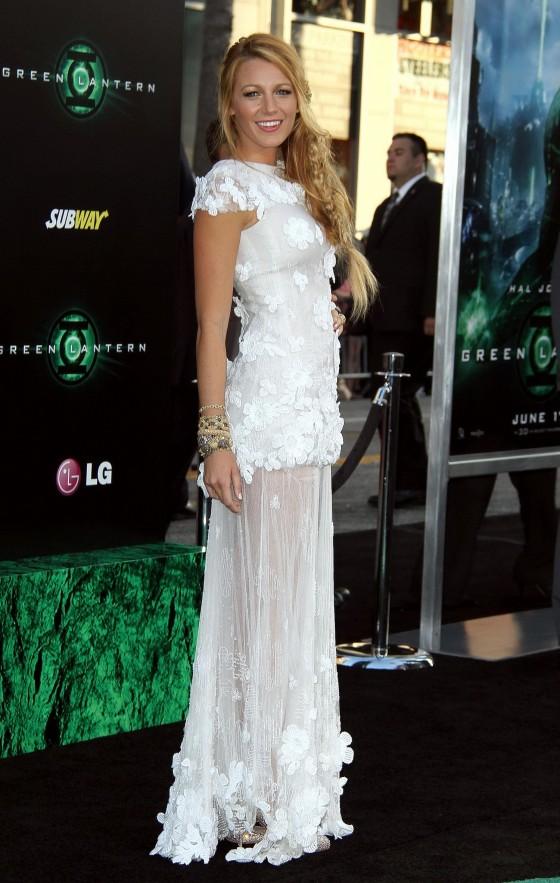 Blake Lively - Green Lantern Premiere in L.A.-06-560x883