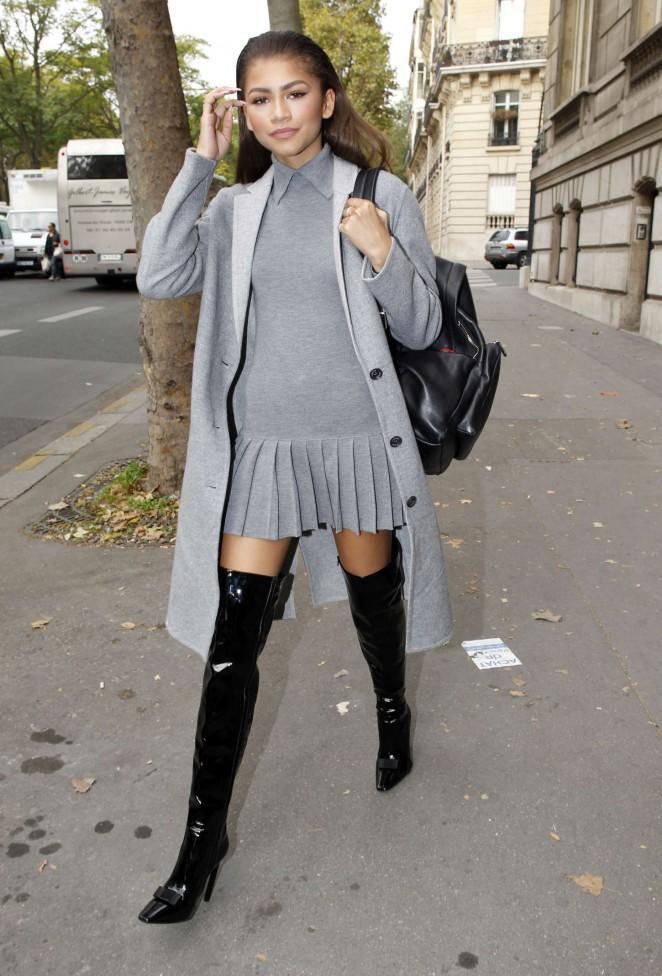 Zendaya-in-Mini-Dress--10-662x976