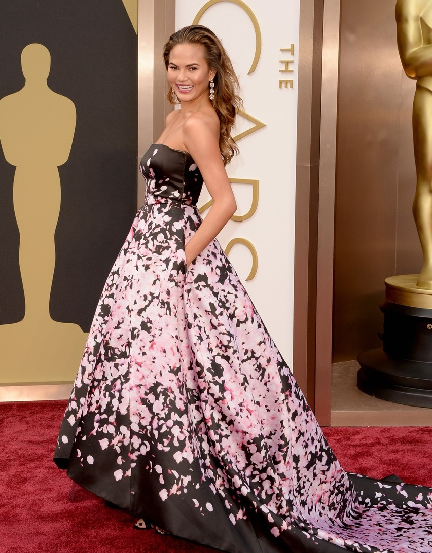 oscars-2014-red-carpet-chrissy-teigen-0302-1